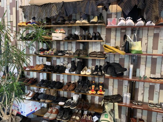 コラム:靴⑥「靴のかかと部分のすり減りは定期的な確認とお直しをオススメします。」